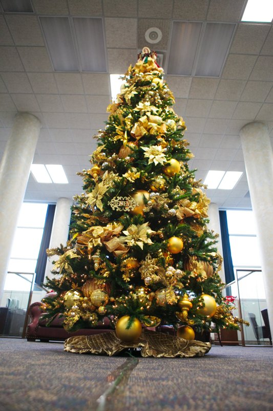 gold christmas tree decorations - Christmas Decorations For 2017