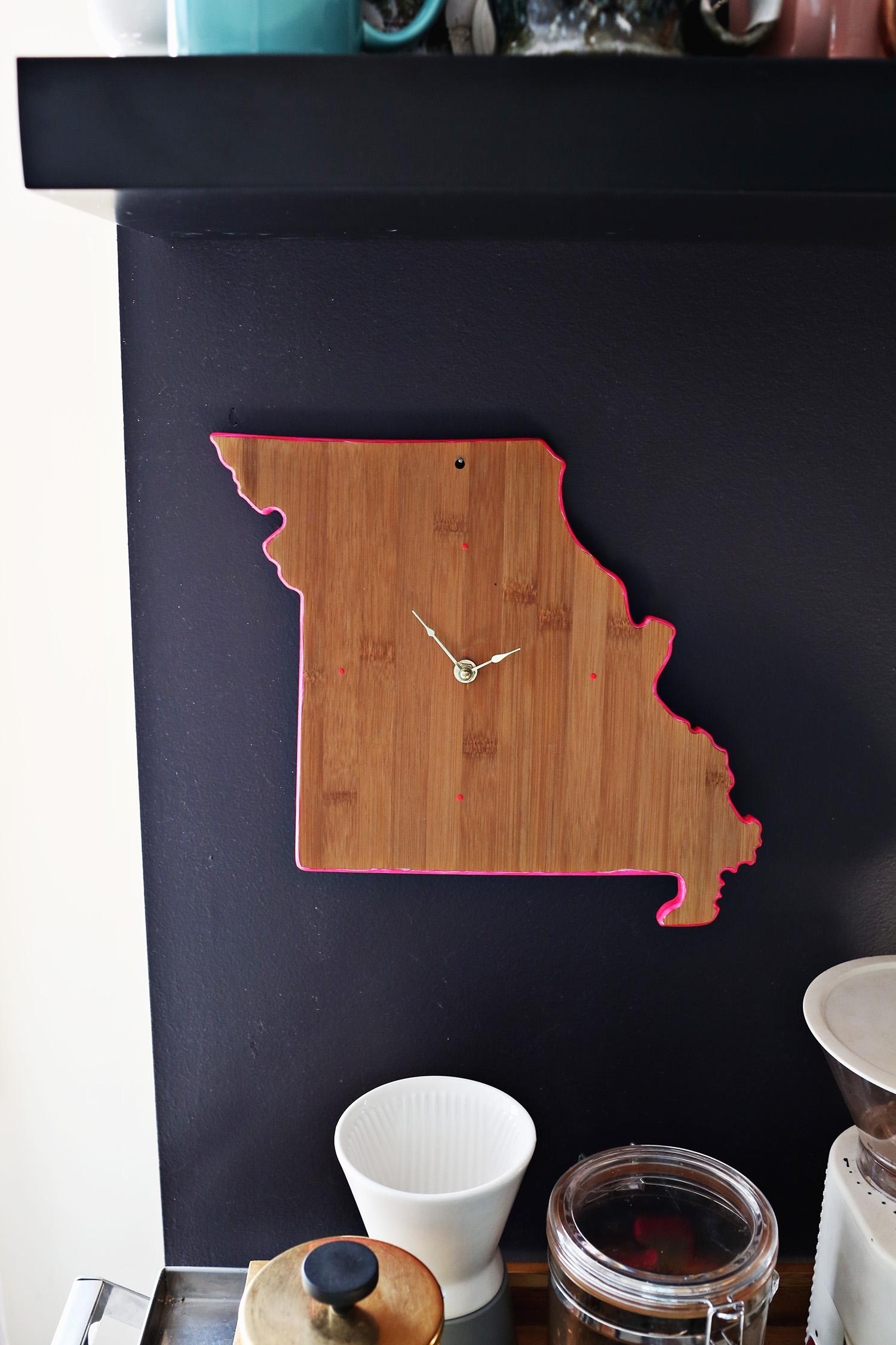 Easy DIY Cutting Board Clock