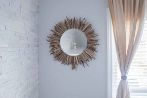 Beautiful DIY Wood Frame For Mirror