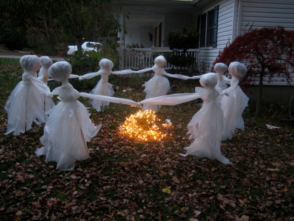 Homemade spooky halloween decorations - Ghost Halloween Decoration For Lawn