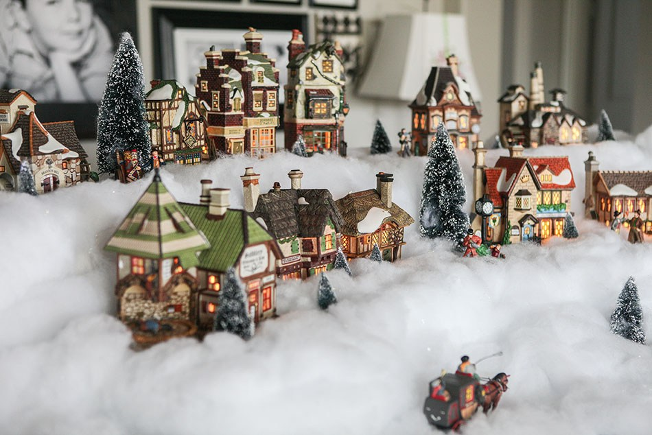 Ens Christmas Village Display Stands