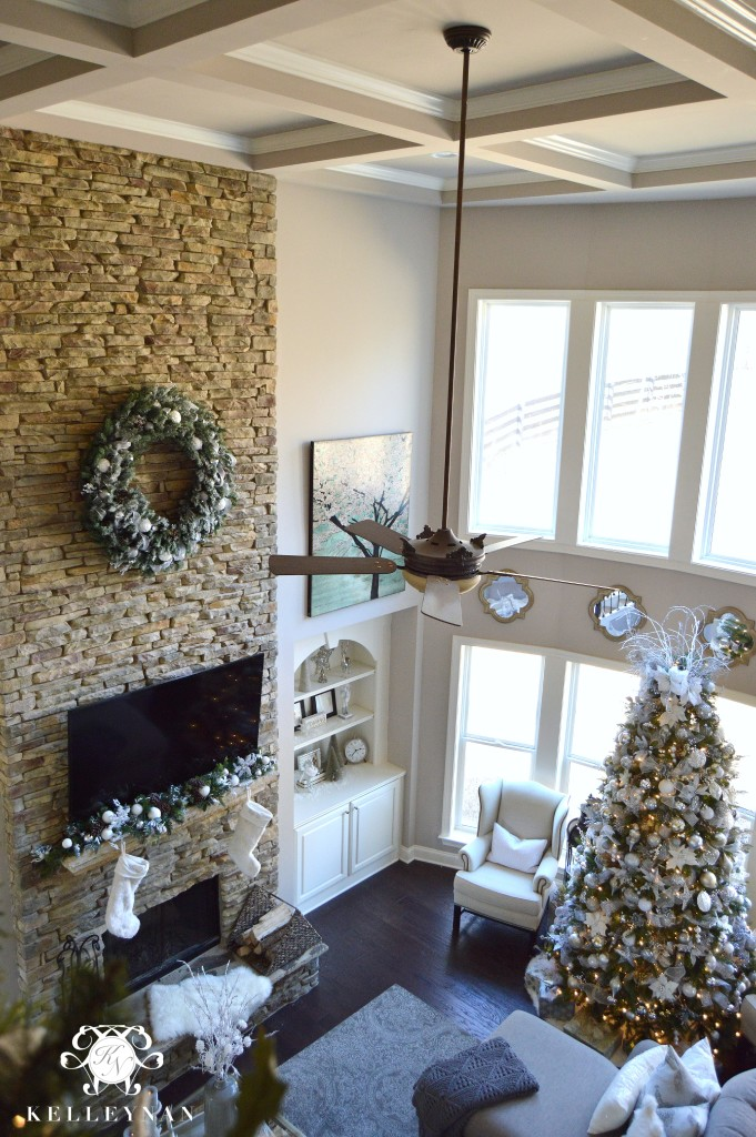 modern christmas fireplace decor - Christmas Fireplace Decorating Ideas